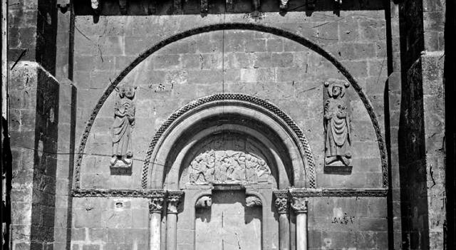 Puerta del Perdón San Isidoro León.jpg